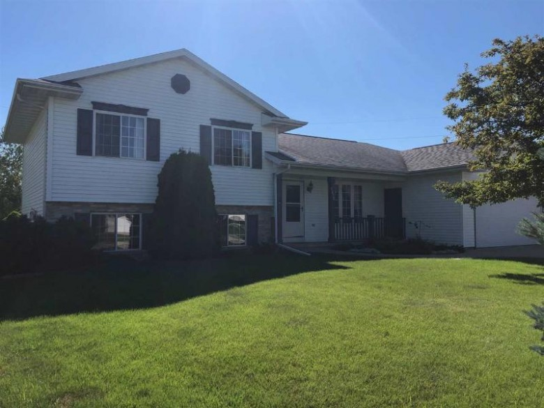 1610 Primrose Lane, Fond Du Lac, WI by Roberts Homes and Real Estate $224,900