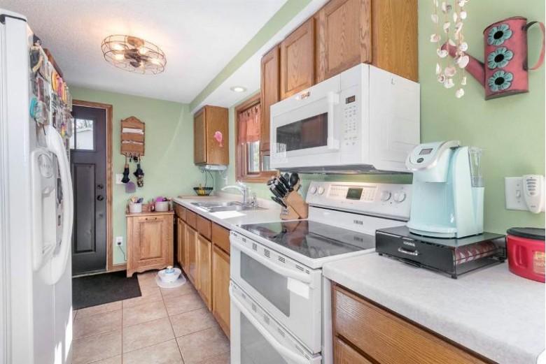 N5695 Knutson Rd Pardeeville, WI 53954 by Keller Williams Realty $189,900