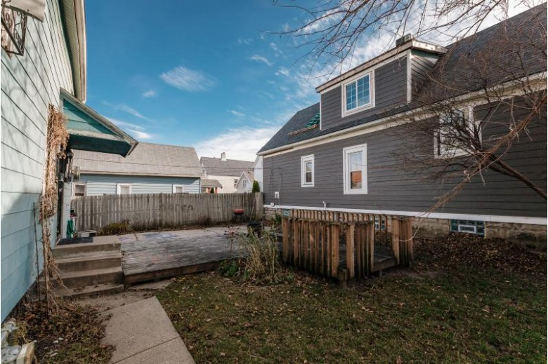 824 S 11th St, Milwaukee, WI by First Weber Real Estate $75,000