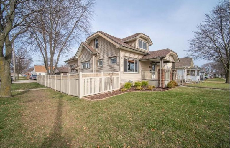 2804 E Van Norman Ave, Saint Francis, WI by Exsell Real Estate Experts Llc $224,900