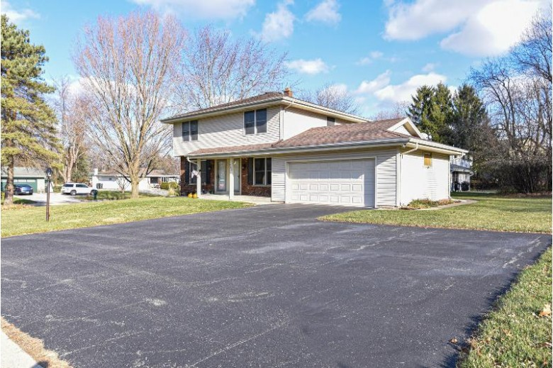 700 Wexford Way 702 Hartland, WI 53029-2536 by Re/Max Realty 100 $340,000