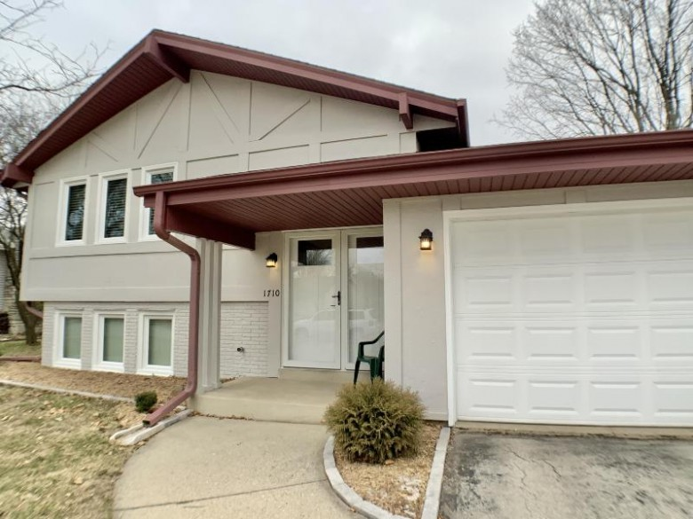 1710 Sycamore Dr, Waukesha, WI by Lake Country Flat Fee $324,200