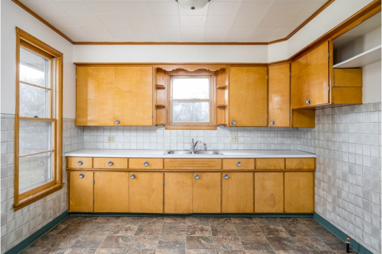 1429 W Bent Avenue, Oshkosh, WI by First Weber Real Estate $139,900