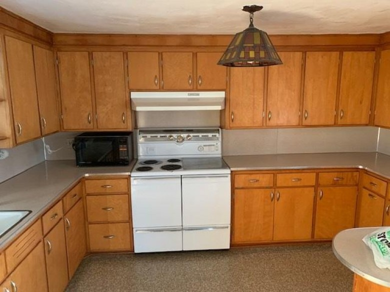 2410 County Road Bn Stoughton, WI 53589 by Matson & Assoc., Inc. Real Living $259,900