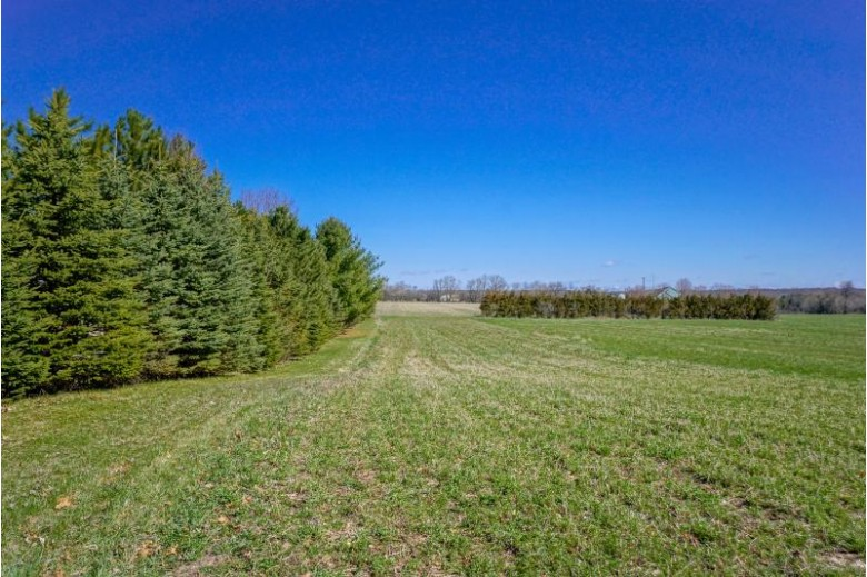LT1 County Line Rd Hartford, WI 53027-0000 by Lake Country Flat Fee $275,000