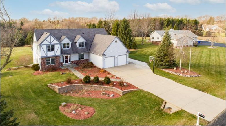 W276N9311 Red Wing Rd Hartland, WI 53029-9429 by Realty Executives - Integrity $499,900