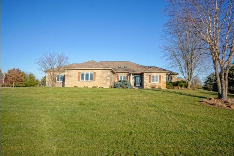 37602 Wildwood Ln Oconomowoc, WI 53066-8665 by Lake Country Flat Fee $695,000
