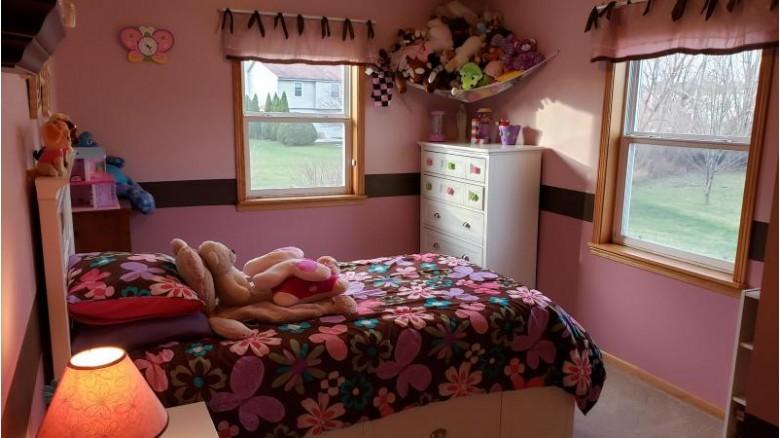 119 Amanda Ct Mukwonago, WI 53149-1471 by Alesci Realty $349,900