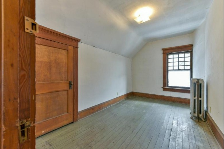 3040 S Superior St Milwaukee, WI 53207-3009 by Realty Executives - Elite $450,000