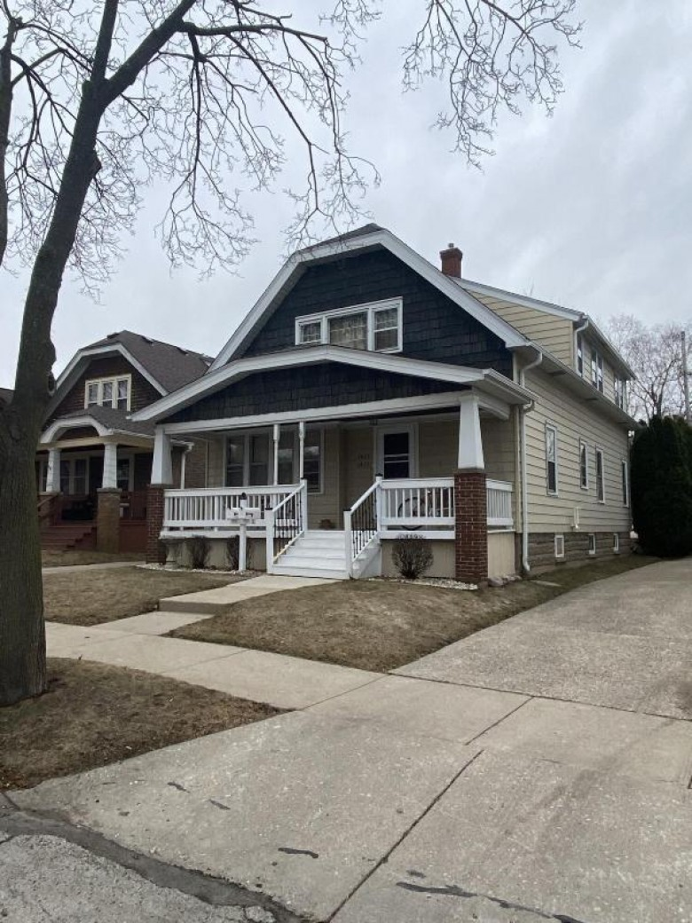 1425 S 86th St 1427 West Allis, WI 53214-4624 by The Realty Company, Llc $240,000