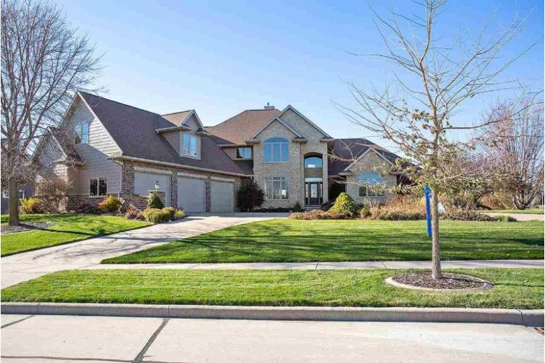 6725 N Gullwing Court Appleton, WI 54913 by Landro Fox Cities Realty LLC $719,900