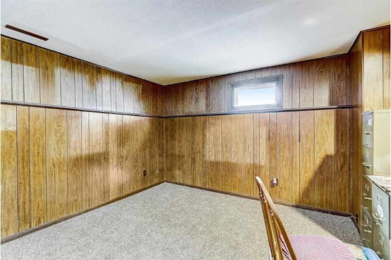 5302 Arapahoe Ln, Madison, WI by Restaino & Associates Era Powered $350,000