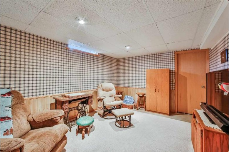 1551 Ivory Dr Sun Prairie, WI 53590 by Stark Company, Realtors $149,900