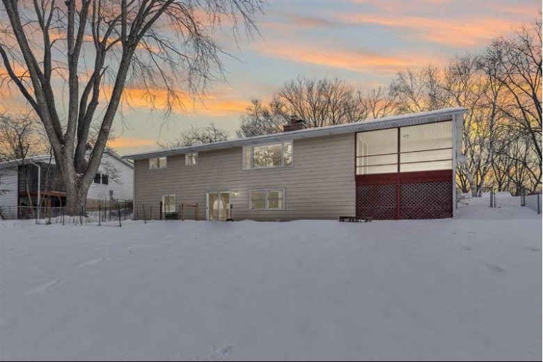 2657 Cochise Tr Fitchburg, WI 53711 by Realty Executives Cooper Spransy $275,000