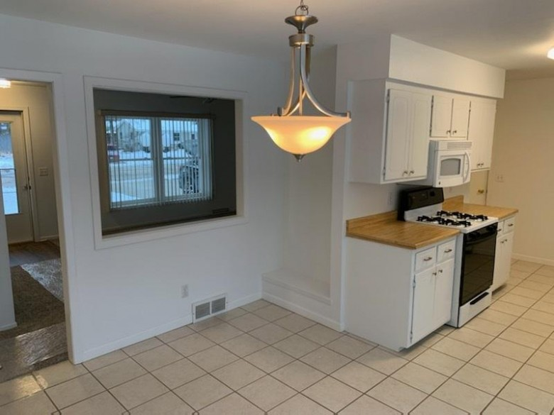 1517 Johnson St Stoughton, WI 53589 by Matson & Assoc., Inc. Real Living $249,900