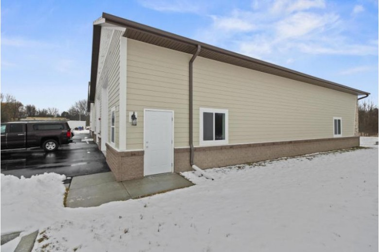N60W22951 Silver Spring Dr 21/22, Sussex, WI by First Weber Real Estate $285,000