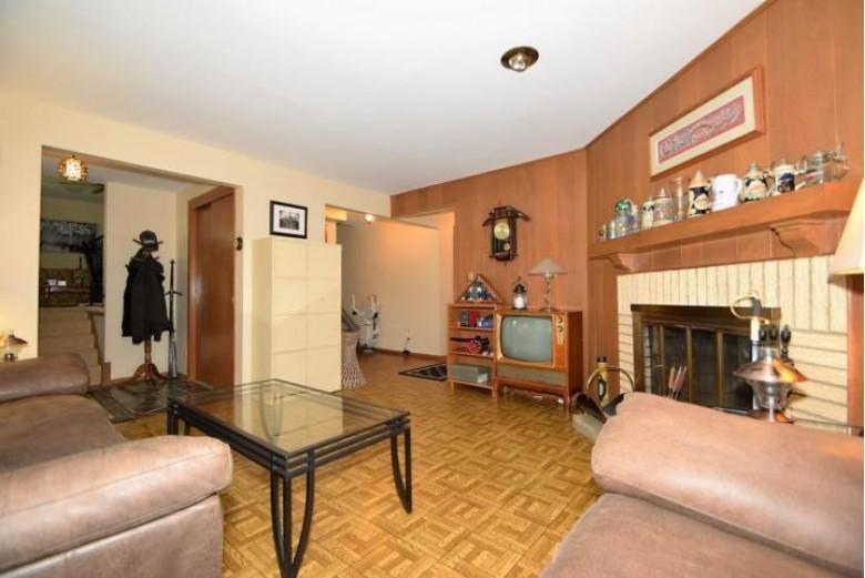 16125 W Yuma Ct New Berlin, WI 53151-4270 by Shorewest Realtors, Inc. $327,900