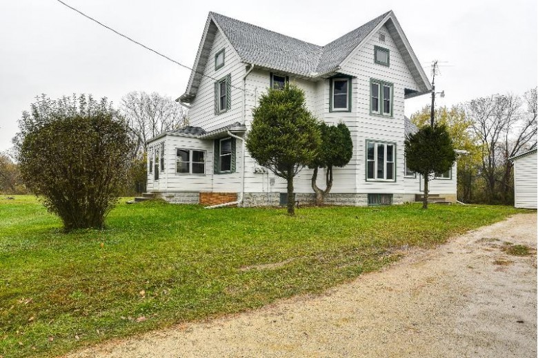 W4402 Raasch Hill Rd Horicon, WI 53032 by Homestead Realty, Inc~milw $284,900