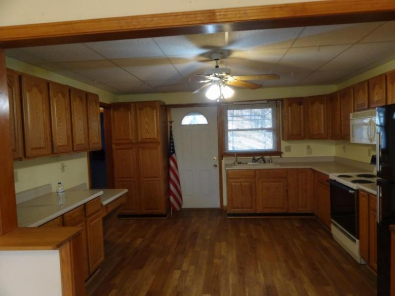 13975 W Cold Spring Rd, New Berlin, WI by Re/Max Realty 100 $349,000