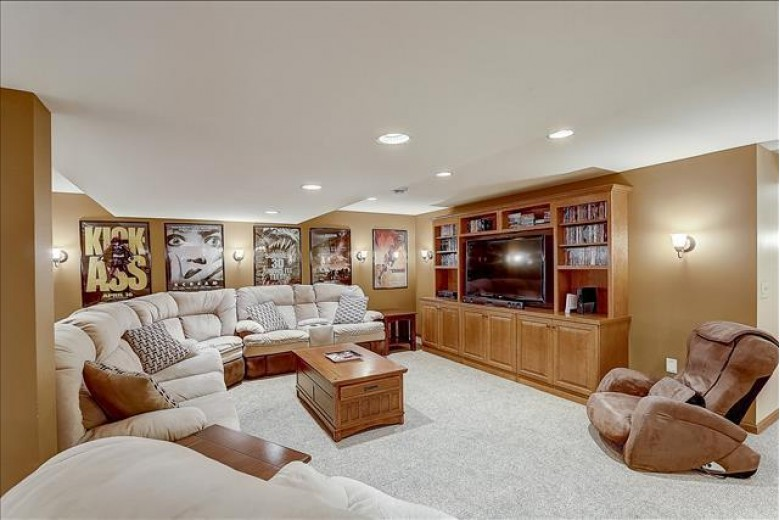 N27W26060 Steeplechase Dr, Pewaukee, WI by Mypro Realty $675,000
