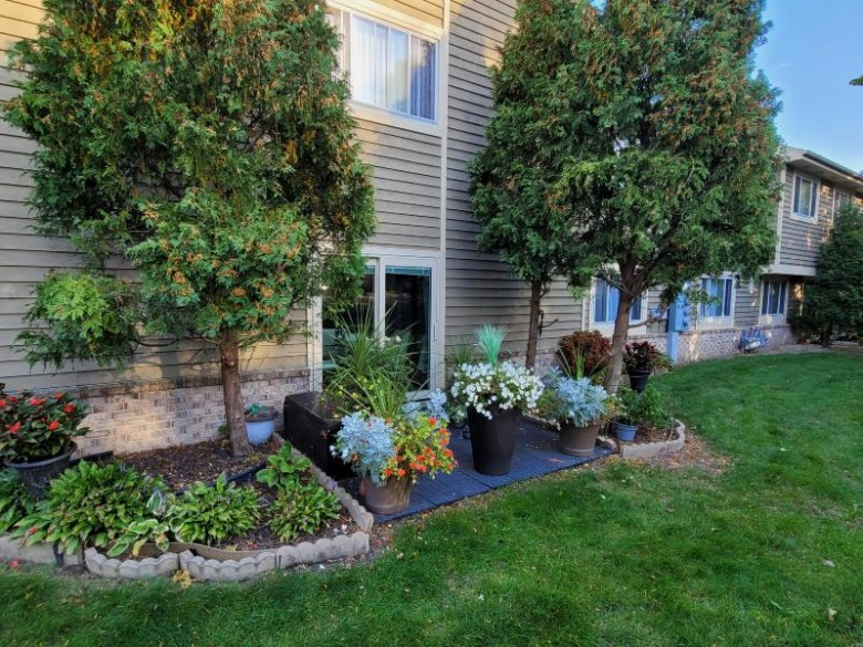 7062 N Lincolnshire Cir, Milwaukee, WI by Homestead Realty, Inc~milw $145,000