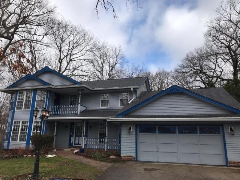 2409 Oakwood Rd Hartland, WI 53029-9337 by Homestead Realty, Inc~milw $489,900