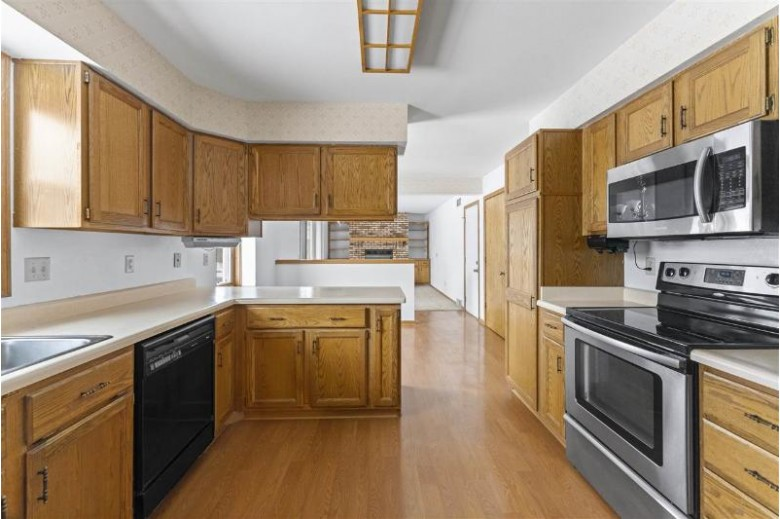 22 Lamplighter Way Madison, WI 53714 by Mhb Real Estate $334,900