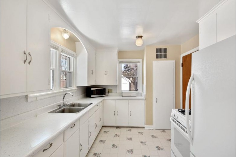 2432 Sommers Ave Madison, WI 53704 by Lauer Realty Group, Inc. $335,000