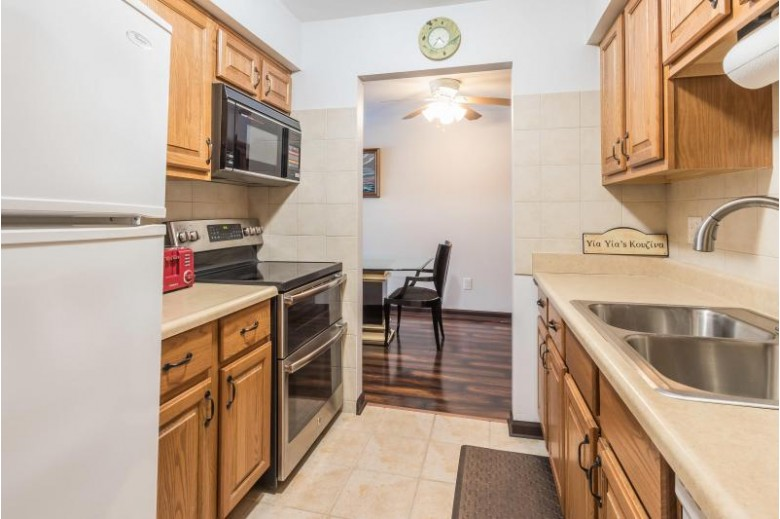 1270 Wisconsin St 201, Lake Geneva, WI by Keefe Real Estate, Inc. $195,000