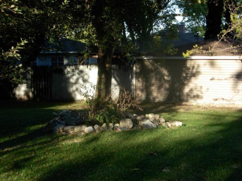 2226 Patricia Ln Waukesha, WI 53188-1503 by Shorewest Realtors, Inc. $235,000