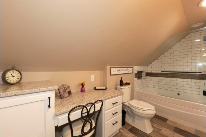 13475 W Grange Ave New Berlin, WI 53151-8132 by Re/Max Realty 100 $389,900