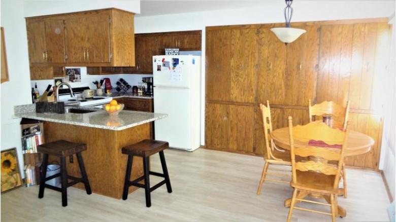 2540 Pebble Valley Rd 2542 Waukesha, WI 53188-1530 by Buyers Vantage $429,900