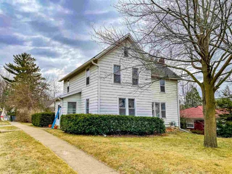 401 Columbia Ave DeForest, WI 53532 by Spencer Real Estate Group $200,000