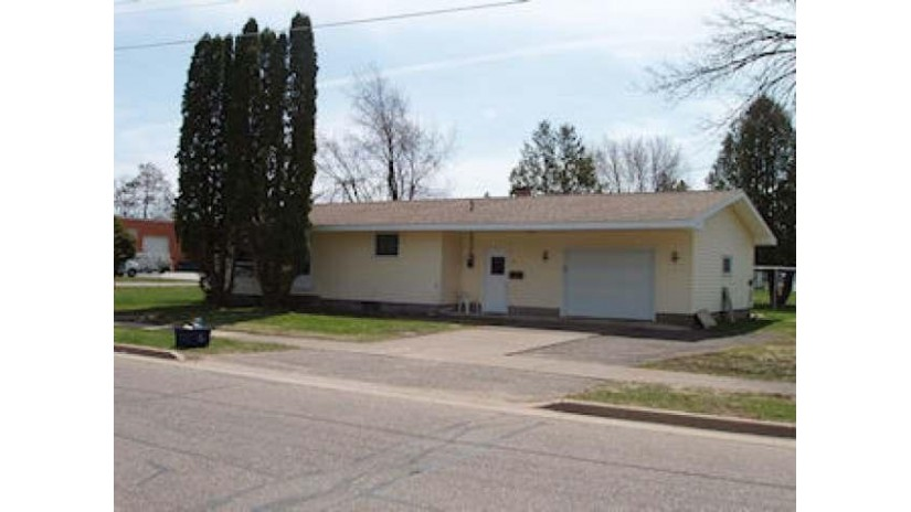 725 Division St Park Falls, WI 54552 by Birchland Realty, Inc - Park Falls $49,900