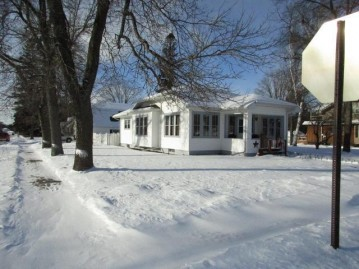 302 Third St N, Eagle River, WI 54521