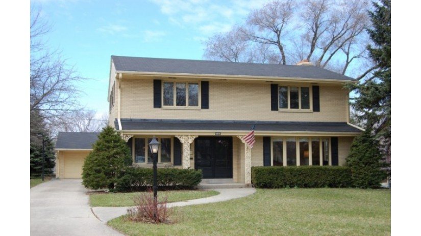 743 N 79th St Wauwatosa, WI 53213-3401 by Shorewest Realtors $379,900