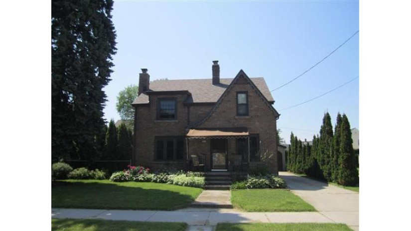 2005 Madison St Manitowoc, WI 54220-5658 by Coldwell Banker The Real Estate Group $94,900