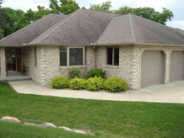 1221 W Sherman Ave, Fort Atkinson, WI 53538-1540