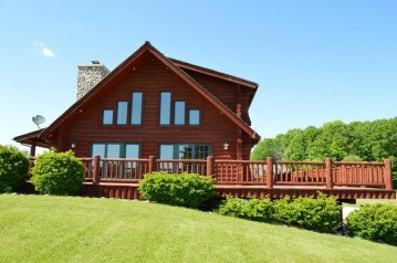 4875 Greatwood Ln, Elkhart Lake, WI 53020-1675