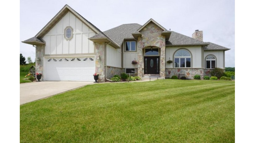 1509 Schloemer Dr West Bend, WI 53095-4676 by Milwaukee Flat Fee Homes $359,900