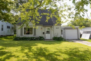 3647 S 46th St, Greenfield, WI 53220-2128