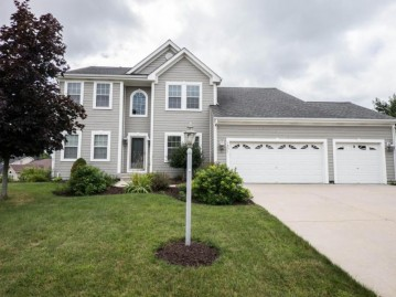 1531 Highlandview DR, West Bend, WI 53095-4661