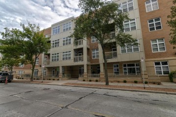 1915 N Water St 107, Milwaukee, WI 53202-1577