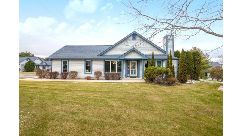 910 Bay View Cir Mukwonago, WI 53149 by Benefit Realty $225,000