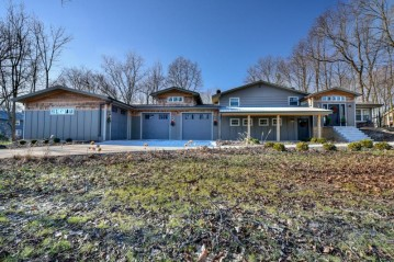 8525 S 44th St, Franklin, WI 53132-9166