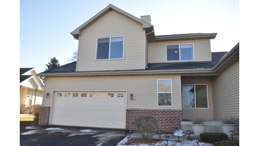 2819 E Somers Ct Cudahy, WI 53110-1357 by Shorewest Realtors $187,500