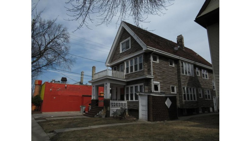 818 S 25th St Milwaukee, WI 53204-1038 by Golden Oaks Realty $129,900