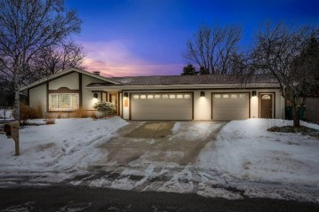 1372 Elm Ct, Port Washington, WI 53074-2408