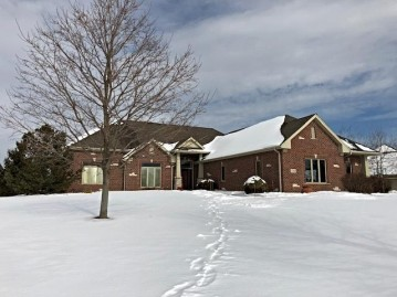 7588 S Joshua Ct, Franklin, WI 53132-7904