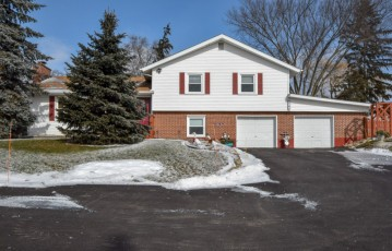 W916 Twin Lakes Rd, Bloomfield, WI 53128-1959